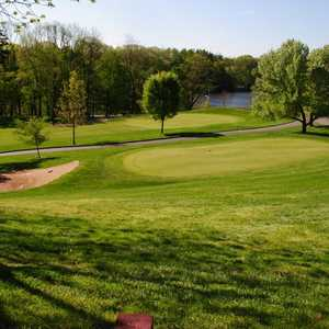 Blue Hill GC: Chipping Area